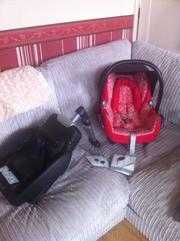 Maxi cosy cabriofix car seat and easybase